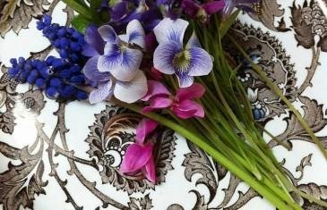 Virág az ételekben