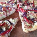 Medvehagymás pizza